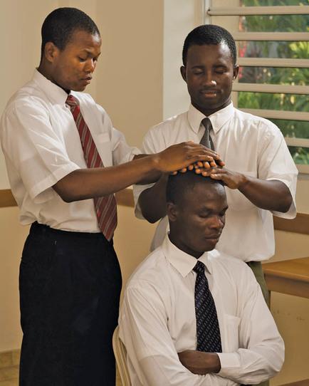 restricción del sacerdocio