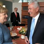 élder Uchtdorf y la Canciller alemana