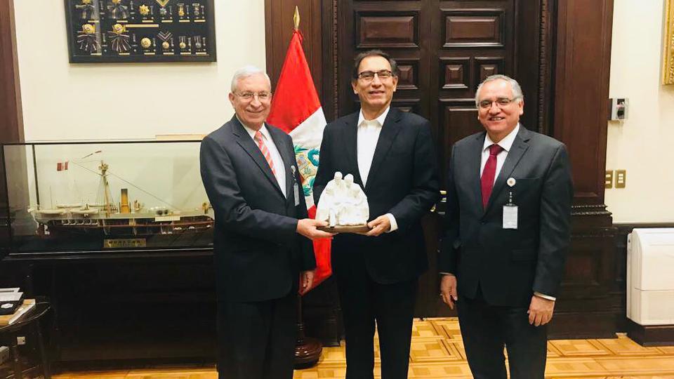Líderes mormones y el Presidente del Perú sostienen una grata reunión