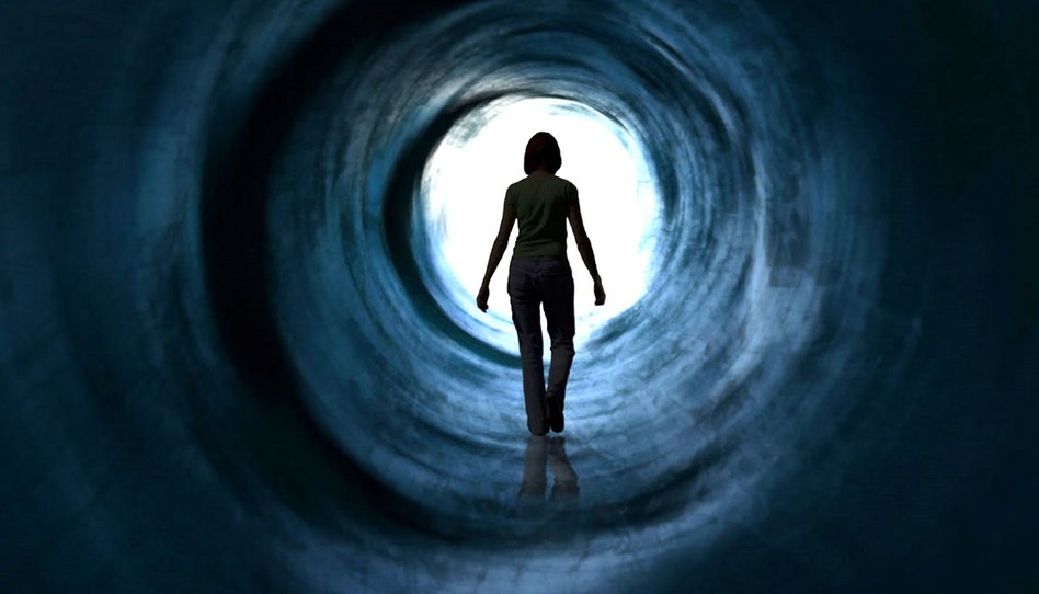 ¿Los que pasaron al mundo de los espíritus visitan a los miembros de la familia que dejaron?