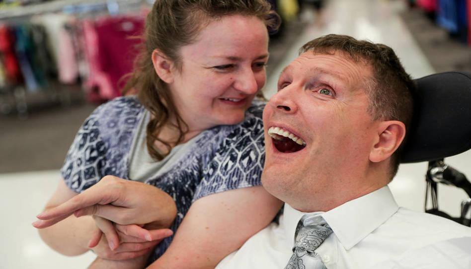 Cómo una comunidad de Utah continúa ministrando a un misionero que recibió un disparo hace 21 años