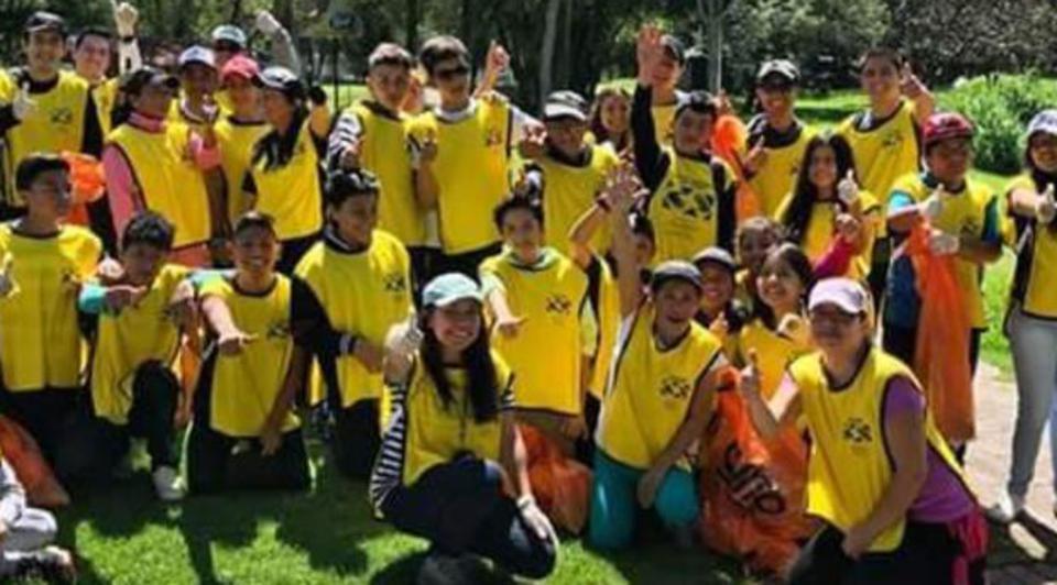 """Jóvenes mormones sorprenden con su primer """"plogging"""" en Ecuador"""