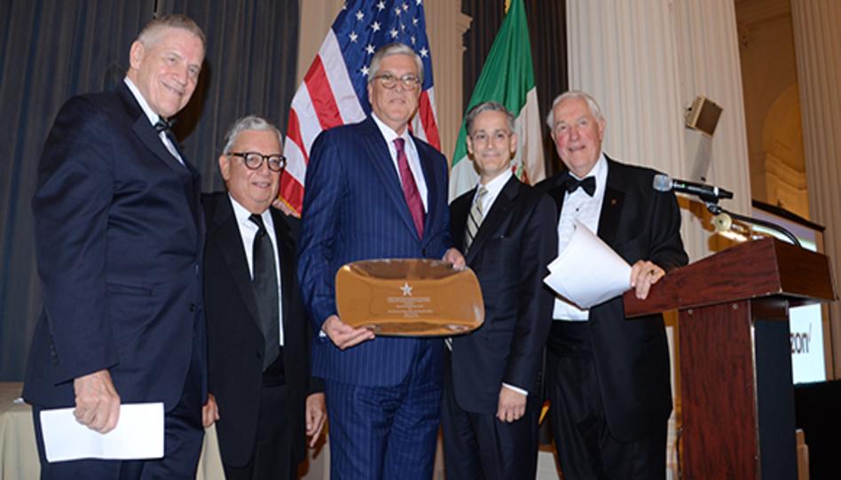La iglesia recibe el primer Premio al Buen Vecino otorgado a una organización religiosa