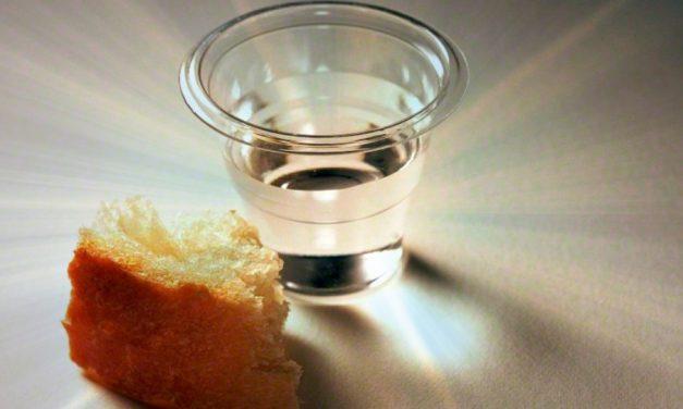 La Santa Cena: ¿Por qué comemos el pan antes de tomar el agua?