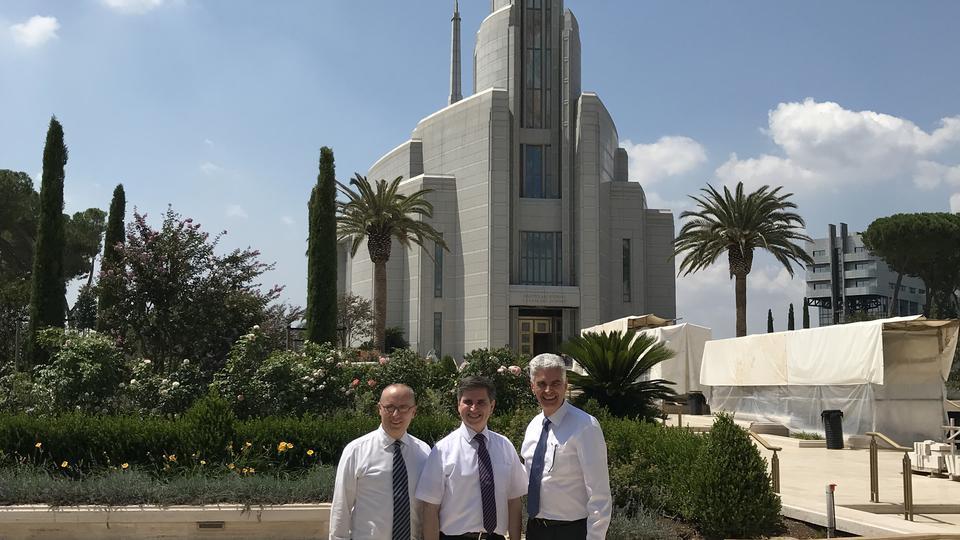 Autoridades generales visitan la construcción del Templo mormón de Roma