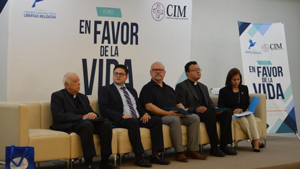 """Miembros de La Iglesia de Jesucristo en el """"Foro en Favor de la Vida"""" de México"""