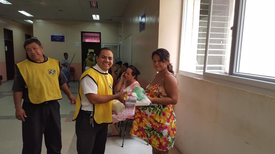 jóvenes mormones en un Hospital de Honduras