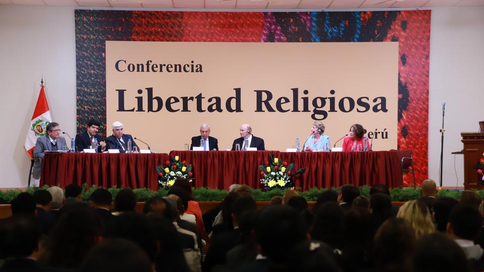 Élder Renlund en su visita por Perú y Bolivia