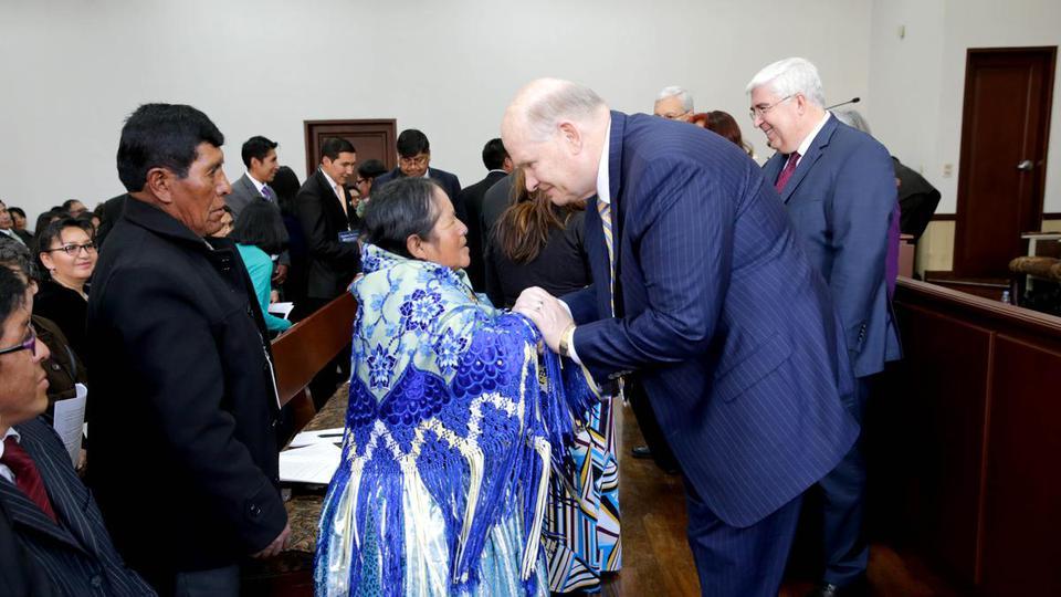 Las grandes lecciones del Élder Renlund en su visita por Perú y Bolivia