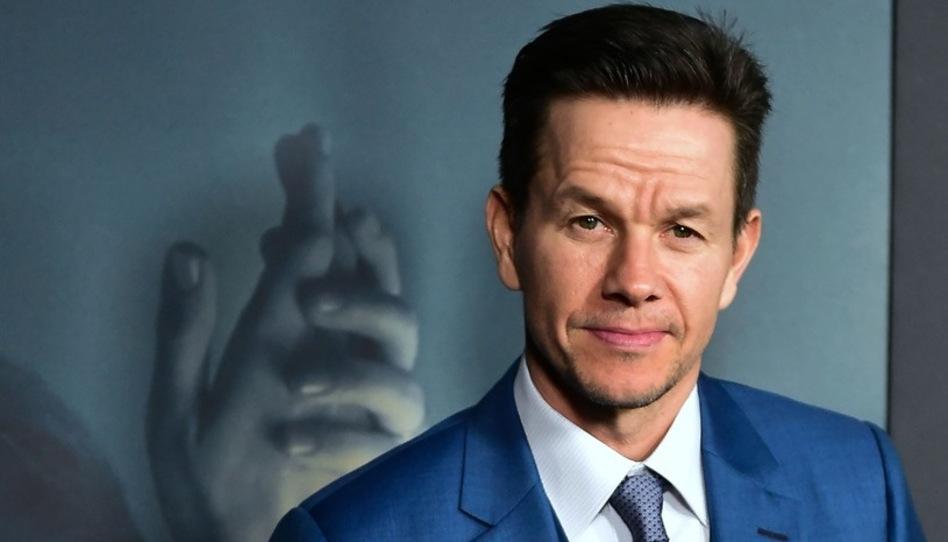 """La rutina larga y diaria de Mark Wahlberg incluye 30 minutos de """"tiempo para oración"""""""