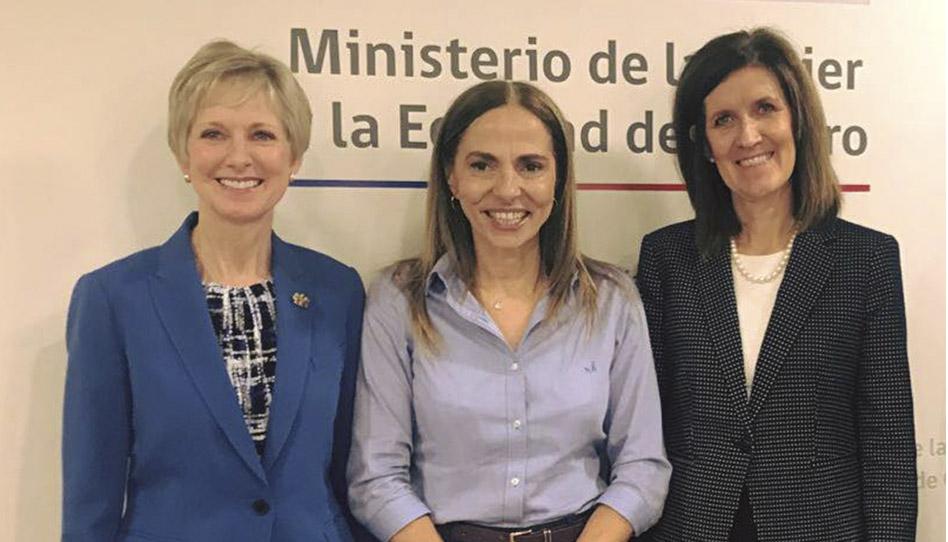 Lideresas generales de la Iglesia junto a la Ministra de la Mujer en Chile