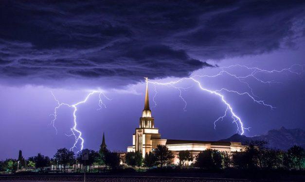 12 Impresionantes fotos de Templos con relámpagos