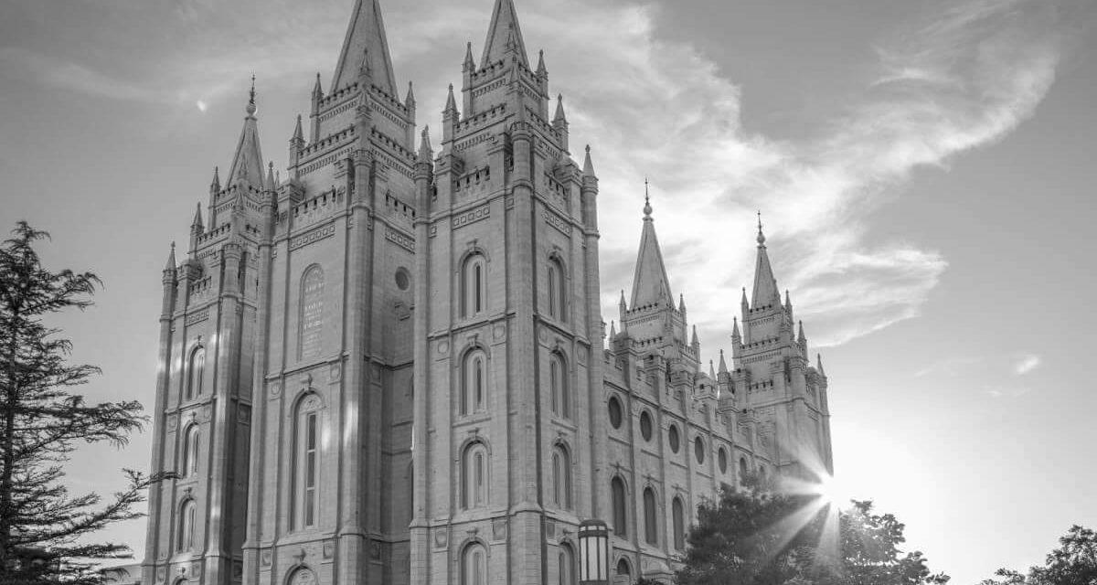 """La Iglesia permitirá los bautismos y bendiciones para los hijos de padres LGBT + actualización del manual con respecto a lo que es """"apostasía"""""""