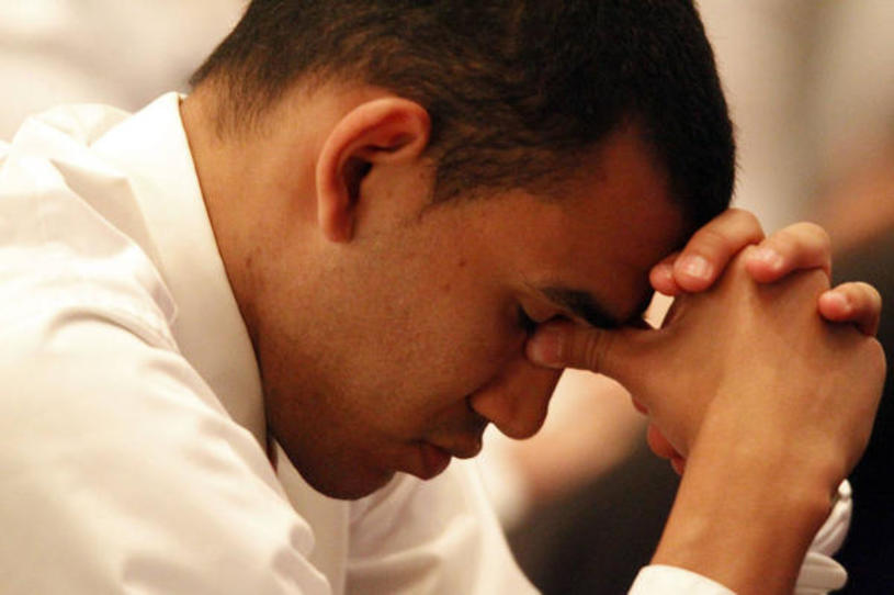 ¿Necesito confesarle a mi obispo mi atracción hacia personas del mismo sexo?