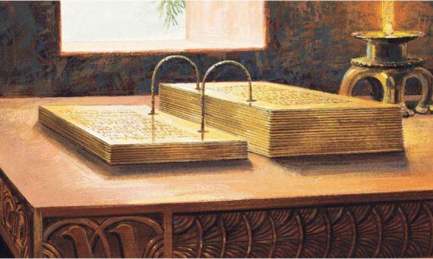 Una profecía del Libro de Mormón revela por qué Moroni se llevó las planchas de oro que le entregó a José Smith