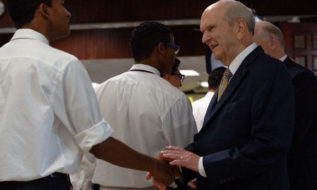Lo que llevó al Presidente Nelson a visitar a los misioneros en República Dominicana