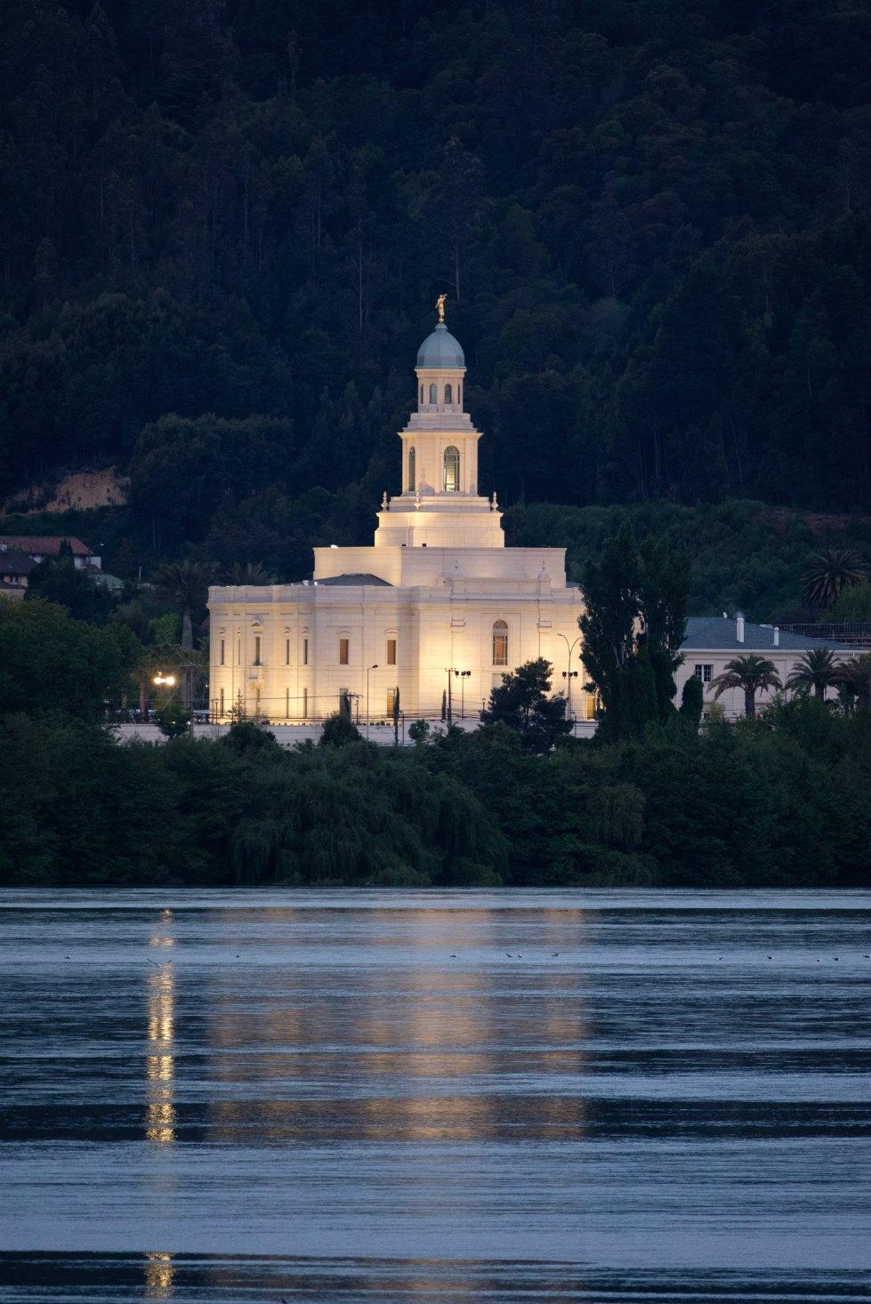 Presidente Nelson dedica el Templo de Concepción, Chile