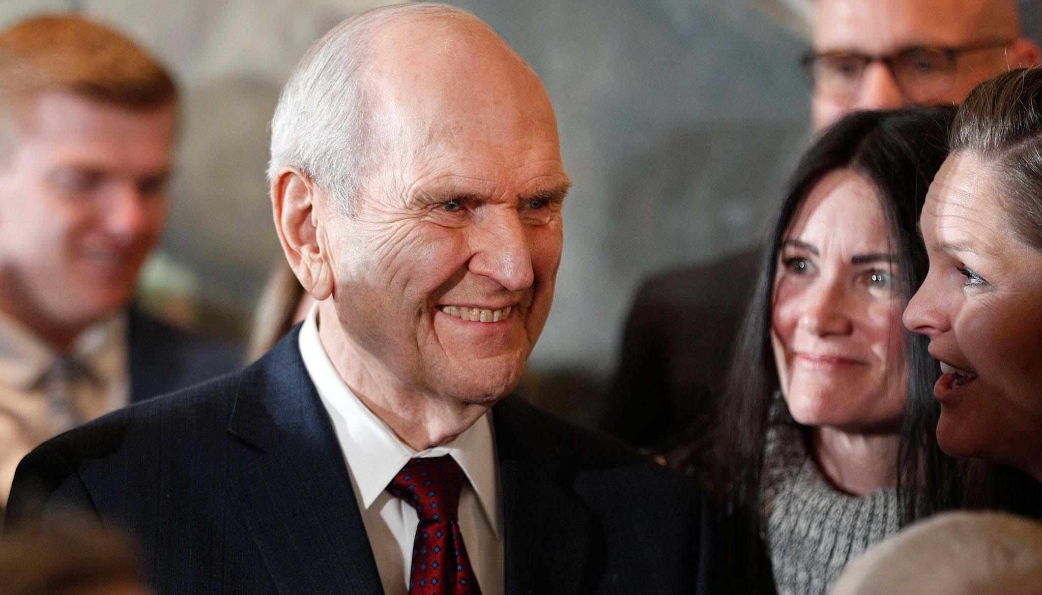 4 invitaciones del Presidente Nelson para las mujeres de la Iglesia