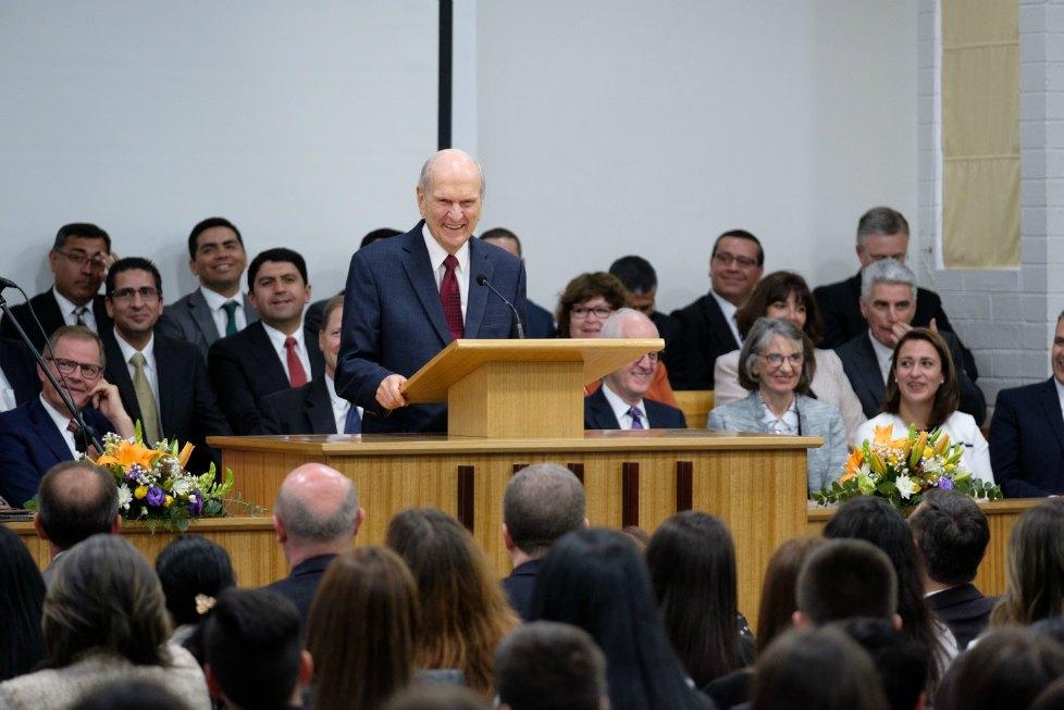 dente Nelson dedica el Templo de Concepción, Chile