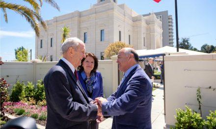 Líderes chilenos dan la bienvenida a la iglesia, al templo y al Presidente Nelson