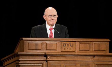 El presidente Oaks habla sobre la paradoja del amor y la ley