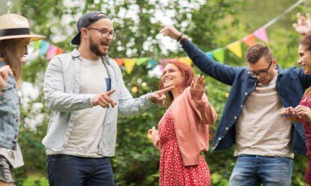 Elimina el silencio incómodo en las fiestas para los jóvenes con estos temas de conversación