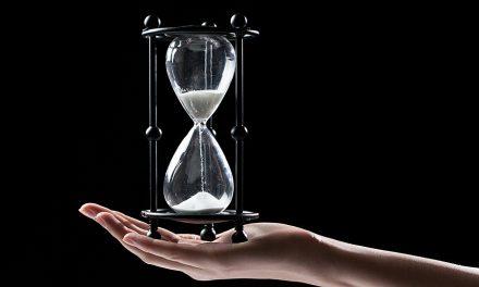 ¿Cómo funciona el tiempo de Dios? ¿Cómo puede escuchar todas nuestras oraciones a la vez?