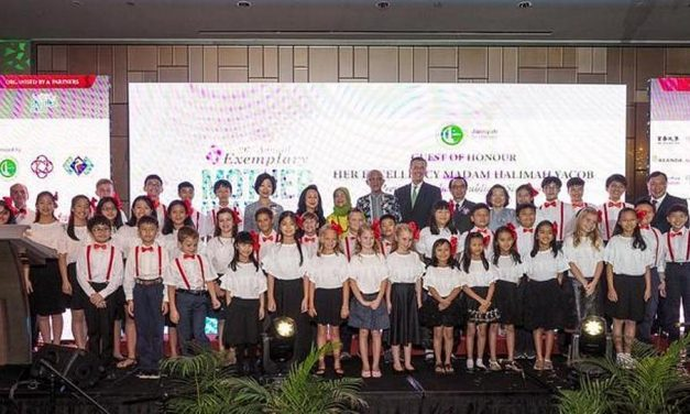 Un coro de niños Santos de los Últimos Días canta para el Presidente de Singapur, un templo nuevo recibe un ángel Moroni y más