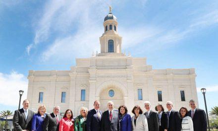 """""""Somos profetas de todo el mundo"""": El Presidente Nelson dedica el templo de Chile, habla sobre el futuro de la Iglesia"""