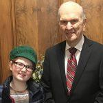 Presidente Nelson y una niña con cáncer