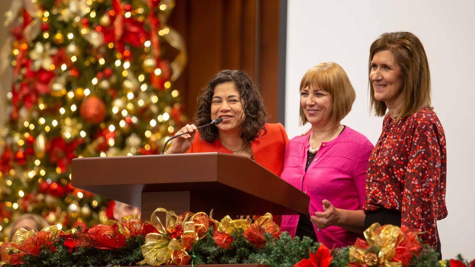 Lideresas de la Iglesia de Jesucristo visitan México