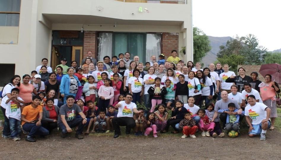 """""""Dios es bueno"""": Cómo una inusual reunión de misioneros en Bolivia fue el inicio de muchos milagros"""