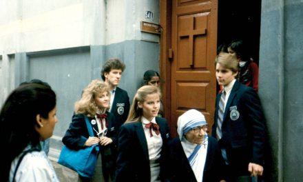 El momento que cambio la vida de una profesora de BYU cuando le cantó 'Soy un hijo de Dios' a la Madre Teresa
