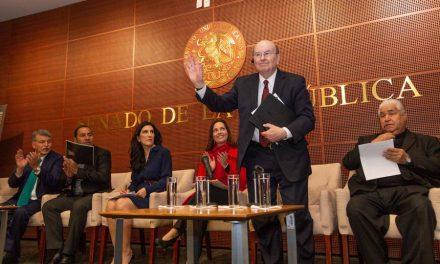 Apóstol de Iglesia de Jesucristo discursa en el Senado de México
