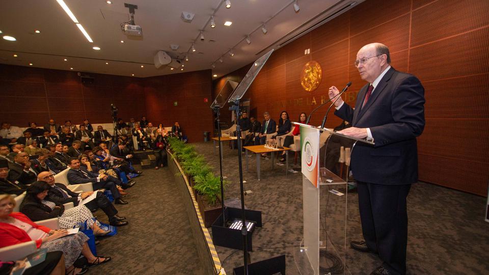 Elder Cook en el Senado de Mexico
