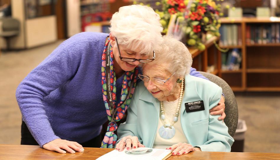 """""""Solo quiero ser una misionera de 100 años"""": Nellie Leighton sigue sirviendo 20 años después de recibir un disparo en la Biblioteca de Historia Familiar"""
