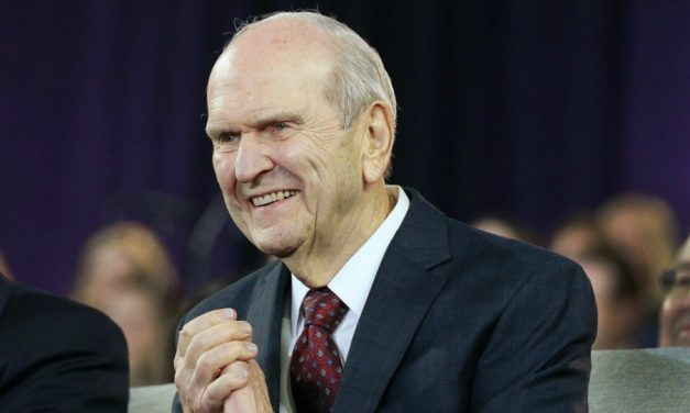 """Gobernador de Arizona elogia al Presidente Nelson y a la Iglesia: Es """"un hombre de paz"""""""
