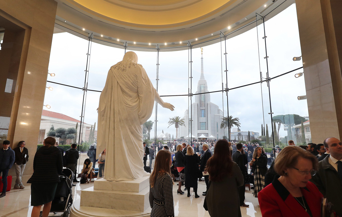 presidente Nelson dedica el templo de Roma