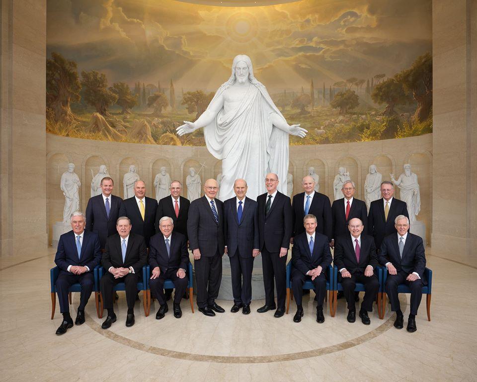 foto iconica de la Primera Presidencia y el Cuorum de los Doce en Roma