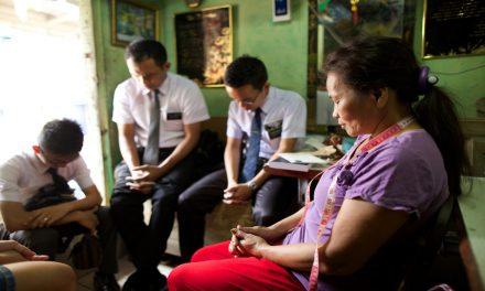 Presidente Ballard: Los misioneros no deberían invitar a las personas a ser bautizadas sin sentir el espíritu