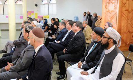 Miembros de la Iglesia de Jesucristo y musulmanes oran juntos por la paz