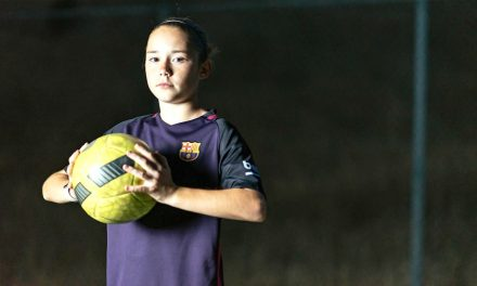 Talentosa jugadora de fútbol Santo de los Últimos Días de 13 años se vuelve jugadora profesional