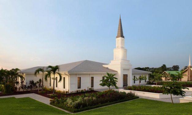 Se dedica el templo de República Democrática del Congo, Kinshasa