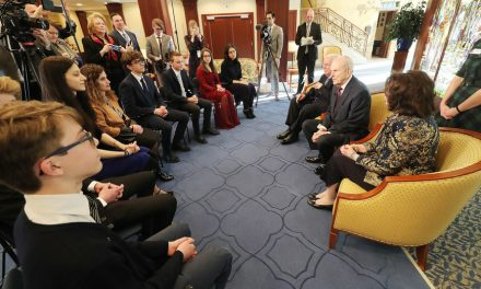 """Durante el devocional para jóvenes del Templo de Roma, Italia, el Presidente Nelson compartió """"cosas que saber"""" y """"cosas que hacer"""""""