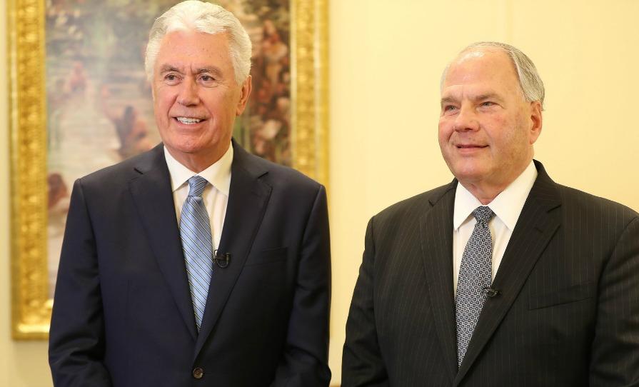 Élder Dale G. Renlund y Elder Dieter Uchtdorf