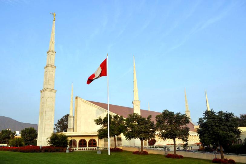 Pareja pide ayuda para poder sellarse en el templo en plena final de fútbol