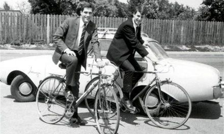 Mitt Romney como un joven misionero: Cómo superó la desesperación y refutó los ataques de un sacerdote católico