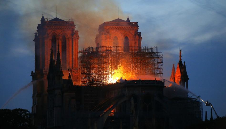 Esperanza de las cenizas: por qué el fuego de Notre Dame es un símbolo de renacimiento durante la Semana Santa