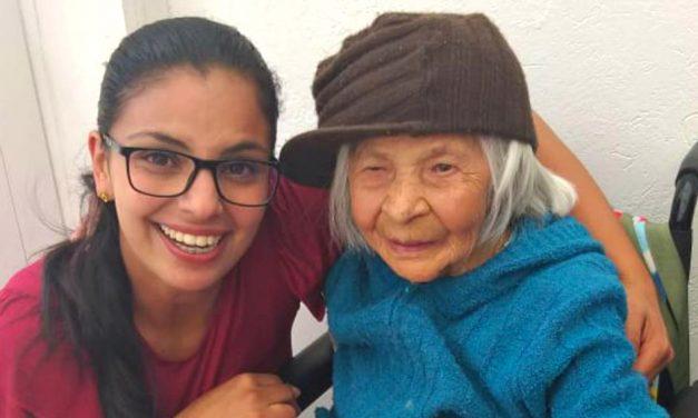 Hermanas de la Iglesia de Jesucristo comparten un momento especial en una visita a un ancianato