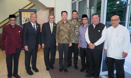 Miembros de la Iglesia de Jesucristo y musulmanes ayunan juntos por la armonía en el mundo